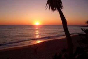 Viaja en tren a Cádiz y contempla puestas de sol como esta