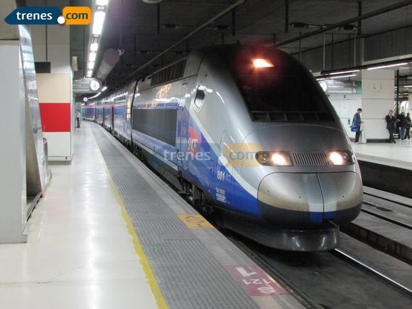 Viaja en tren por España visitando estos increíbles faros