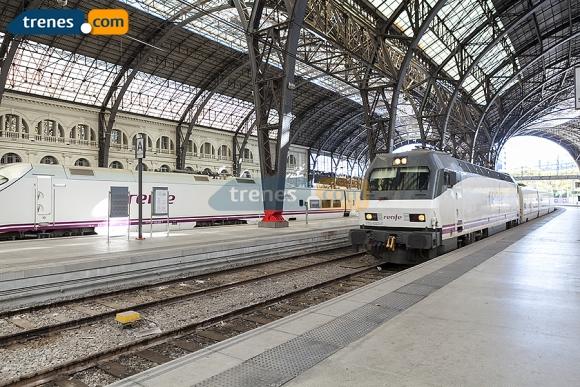 A Pamplona hemos de ir, en un tren barato