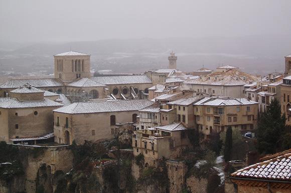Disfruta de un viaje navideño en AVE a Cuenca