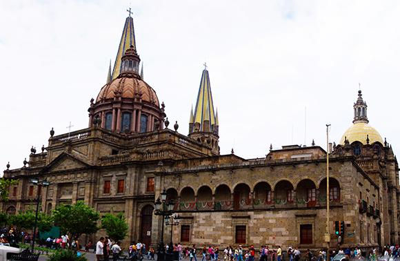 Disfruta de un viaje barato en AVE a Guadalajara
