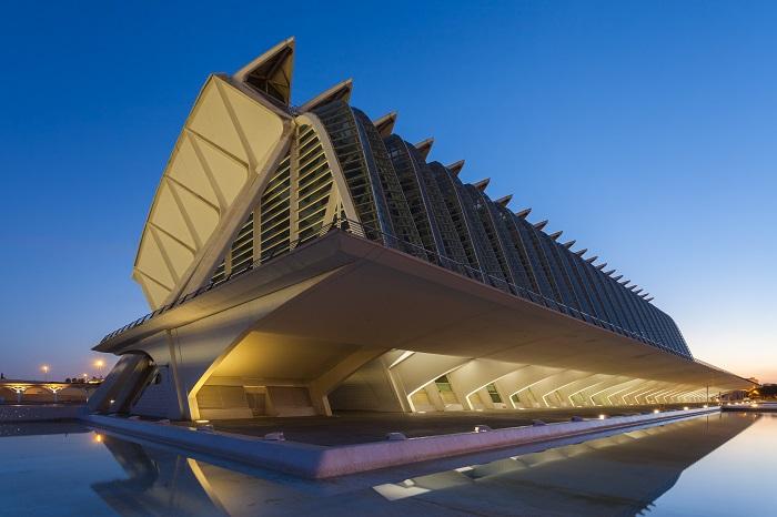 Disfruta de este arte viajando en AVE a Valencia
