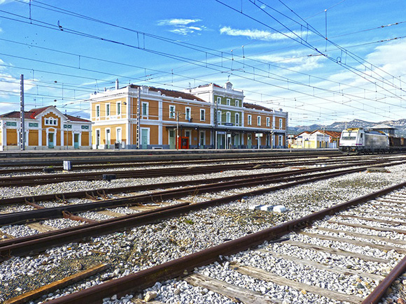 Habrá cinco trenes AVE entre Madrid y Castellón
