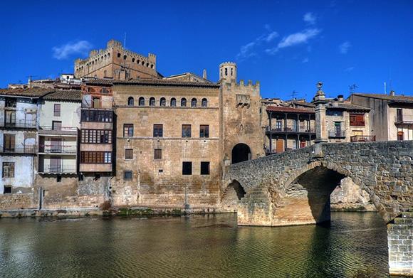 Disfruta de los pueblos más bonitos de España viajando en tren
