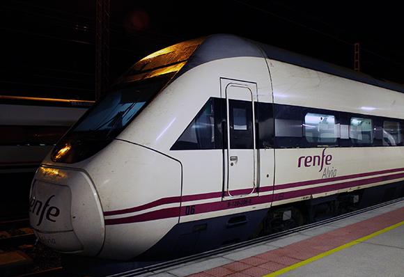Se estudia rebajar el viaje en tren entre A Coruña y Vigo