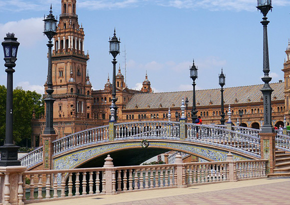 Disfruta de este arte viajando en AVE a Sevilla