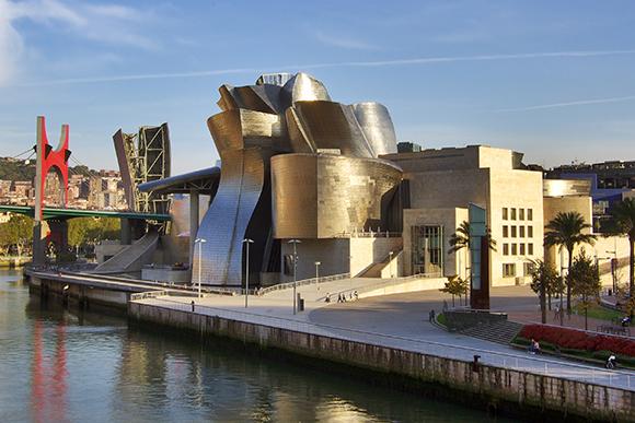 Disfruta de estas exposiciones haciendo un viaje barato en tren a Bilbao
