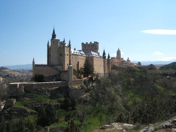 Pasa unos días en Segovia con los billetes AVE más baratos
