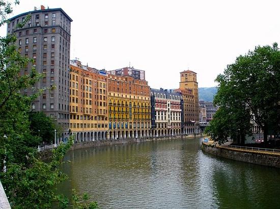 Reserva tu tren barato a Bilbao