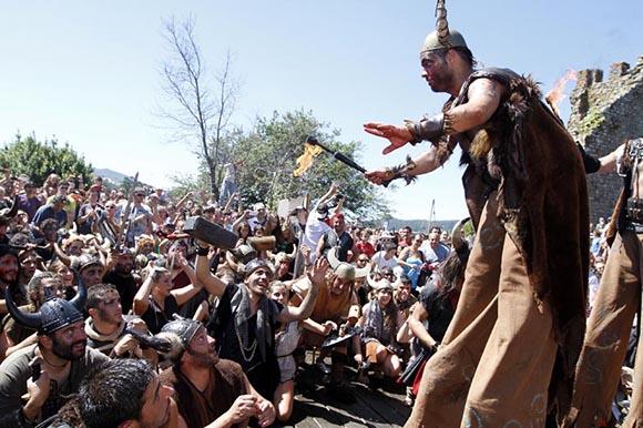 Disfruta de estas peculiares fiestas españolas viajando en tren este verano