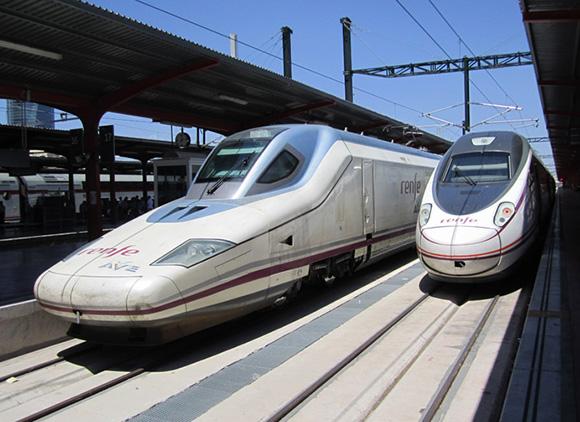 Disfruta de la arquitectura viajando en AVE a Barcelona