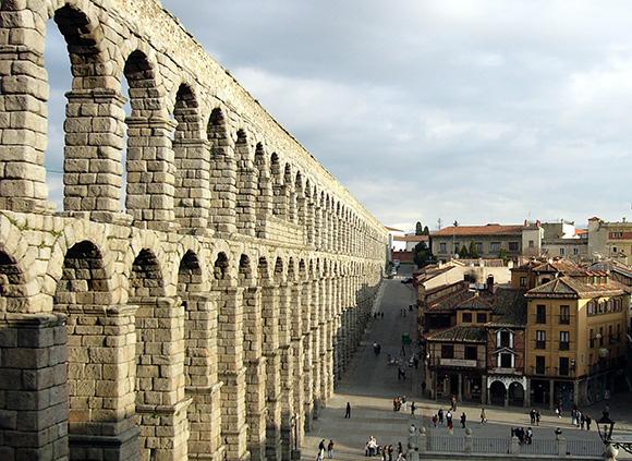 Disfruta de Segovia haciendo una escapada en trenes AVE