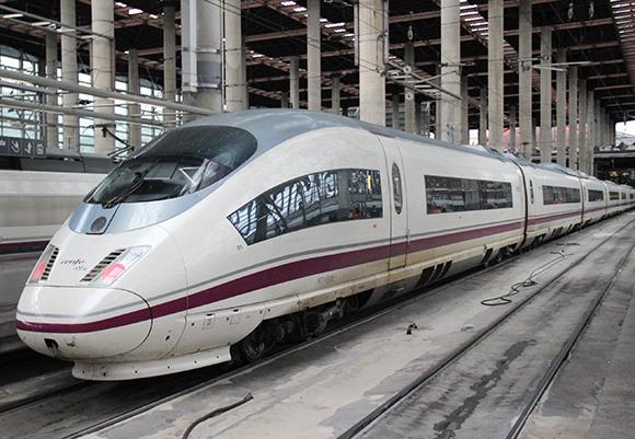 Plazas baratas para viajar en trenes AVE para el puente de Todos los Santos