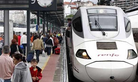 La ocupación del tren A Coruña Vigo se desborda los fines de semana