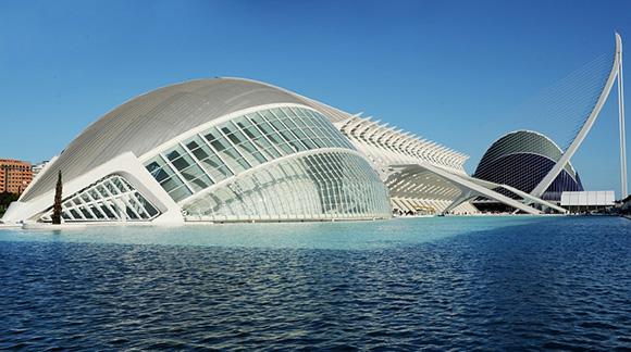 Aprovecha en octubre para conocer Valencia viajando en AVE