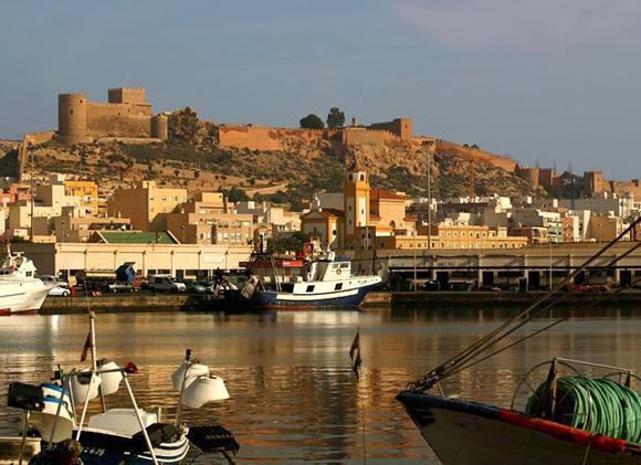 Compra tus billetes baratos de tren para conocer Almería