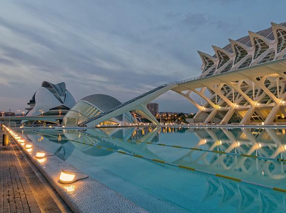 Disfruta de enero conociendo Valencia con un viaje barato en trenes AVE