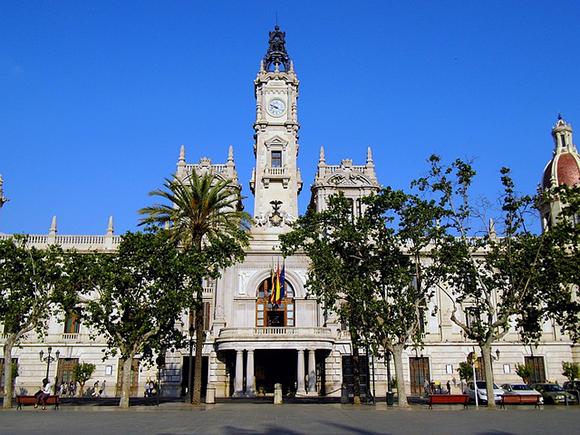 Haz un viaje en trenes AVE a Valencia y visita un refugio antiaéreo de la Guerra Civil