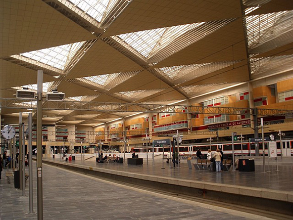 Aumenta la venta de billetes para los trenes AVE Madrid-Zaragoza-Barcelona durante el último año