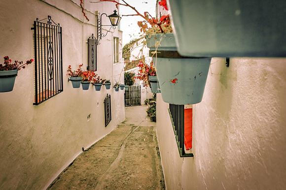 Compra unos billetes baratos de tren y viaja a conocer alguno de los pueblos más emblemáticos de Cádiz este verano 2017