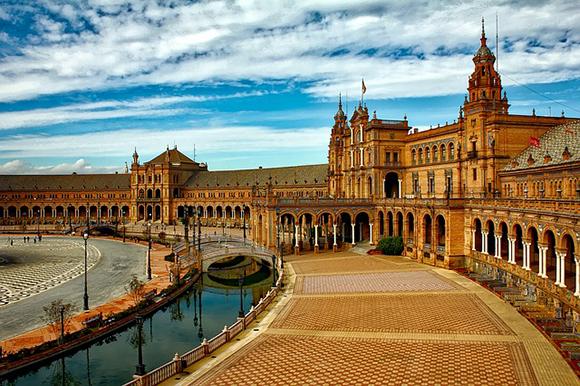 Viaja con trenes AVE un fin de semana de septiembre 2017 a conocer Sevilla