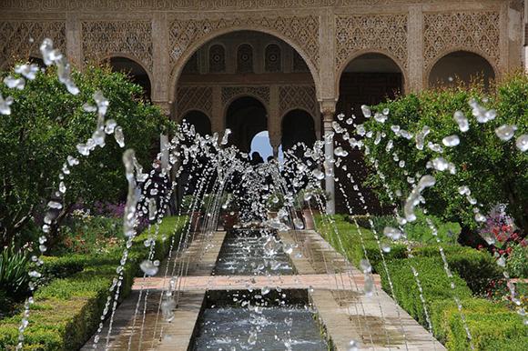 Viaja en trenes baratos a Granada en septiembre 2017 y visita la Torre de la Pólvora de la Alhambra