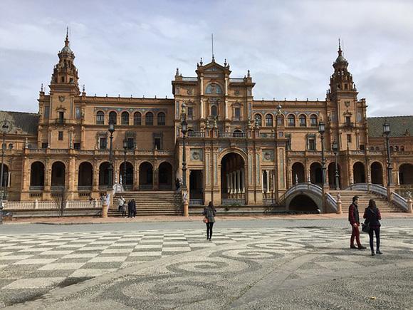 Compra unos billetes de trenes AVE con destino Sevilla para febrero 2018