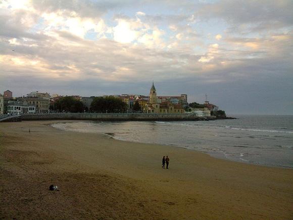 Billetes de tren baratos a Gijón en abril 2018