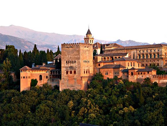 Descubre Granada en trenes baratos en junio 2018
