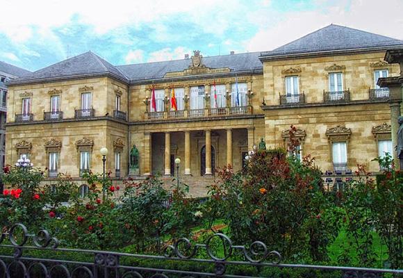 Visita Vitoria-Gasteiz en trenes baratos en junio 2018