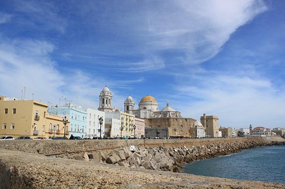 Visita Cádiz en trenes baratos este agosto 2018