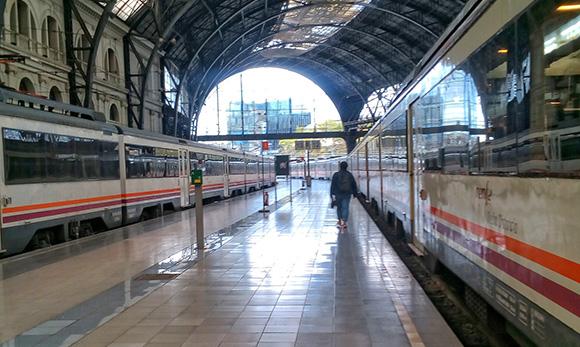 Disfruta de Barcelona viajando en trenes AVE en julio 2018