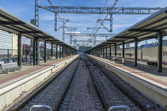 Se va a mejorar la línea de trenes AVE Madrid Sevilla en 2018