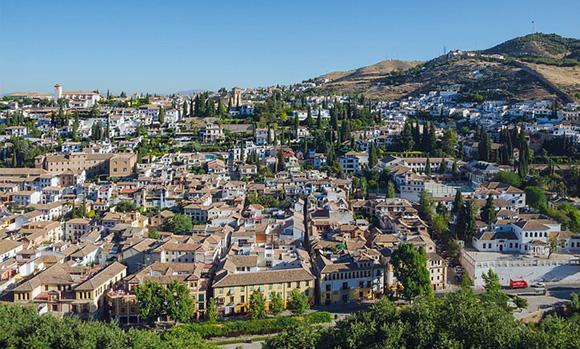 Disfruta esta Navidad de estas exposiciones viajando en tren a Granada