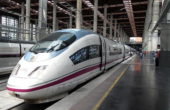 Disfruta de estos planes diferentes viajando en AVE a Madrid