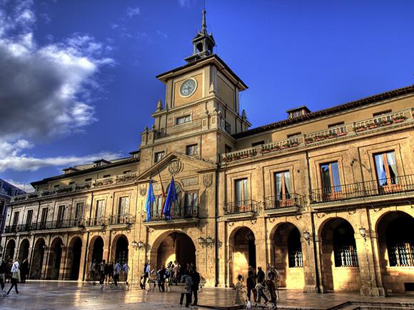 Aprovecha para visitar Oviedo viajando en tren