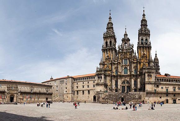 Disfruta de Santiago de Compostela viajando en tren