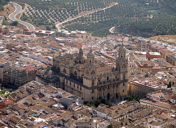 Disfruta de Jaén haciendo un viaje barato en tren