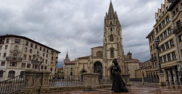 Prepara un viaje en tren a Oviedo para tus días libres