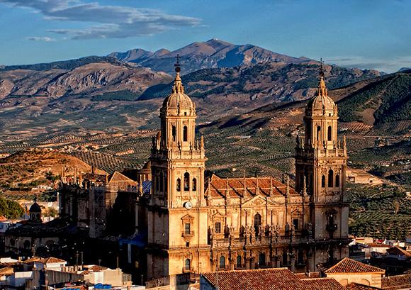 Aprovecha el otoño para conocer Jaén viajando en tren