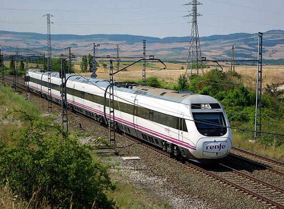 Los trenes entre Pamplona y Madrid marcan un récord de pasajeros