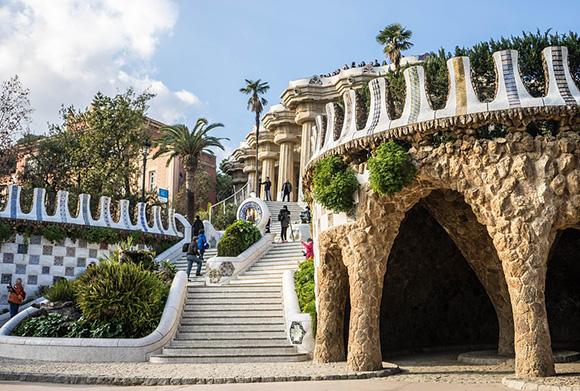 Disfruta de un viaje en noviembre a Barcelona viajando en AVE