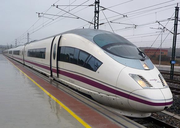 La mejor forma de viajar entre Madrid y Barcelona son los trenes AVE