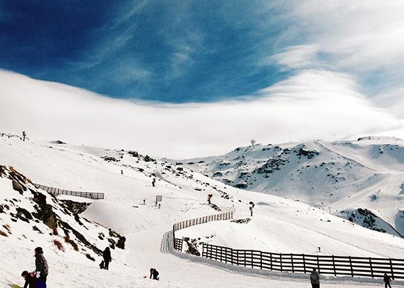 Disfruta de la Navidad esquiando viajando en tren a Granada