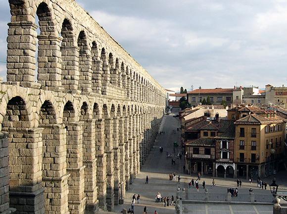 Prepara un viaje barato en trenes AVE a la ciudad de Segovia