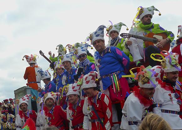 Disfruta del Carnaval de Cádiz haciendo un viaje barato en tren