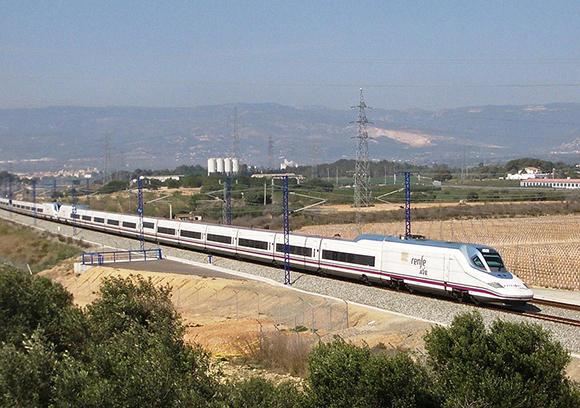 Los trenes AVE ganan al avión en la conexión entre Madrid y Barcelona