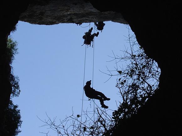 Trenes AVE te acerca a León para visitar la Cueva de Valporquero