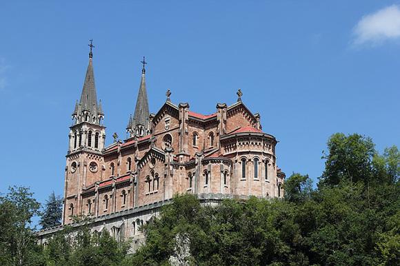 Haz un viaje barato en tren y descubre la Asturias más mítica