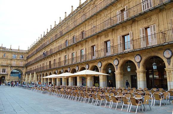 Haz un viaje en tren a Salamanca y disfruta de la segunda edición del Festival de Luz y Vanguardias